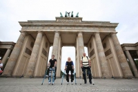 ReWalk Exoskelett am Brandenburger Tor